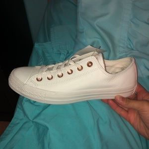 Brand New White Converse!! Size 8.5 in Women's!!